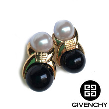 Givenchy Pearl+Black Clip